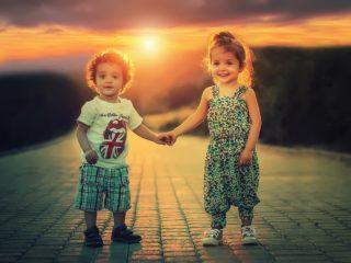 付き合う前に手を繋ぐ?関係が深まるタイミングと自然な声の掛け方