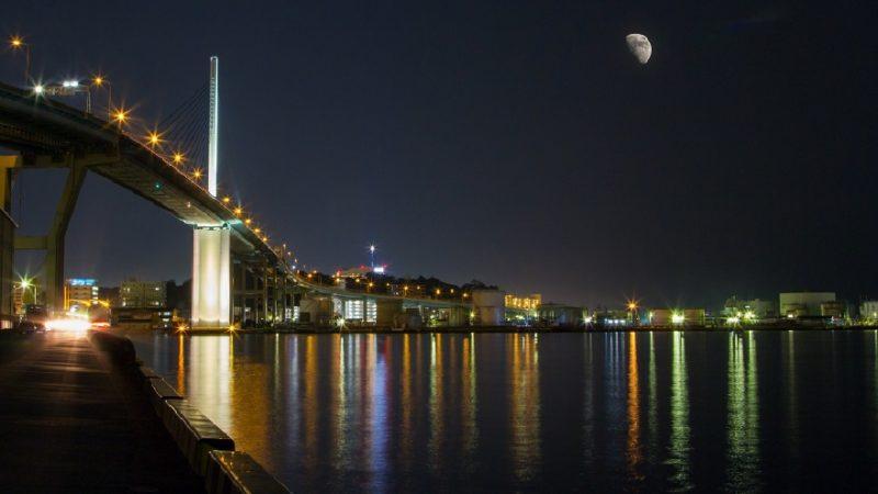 福岡の街と海の夜景